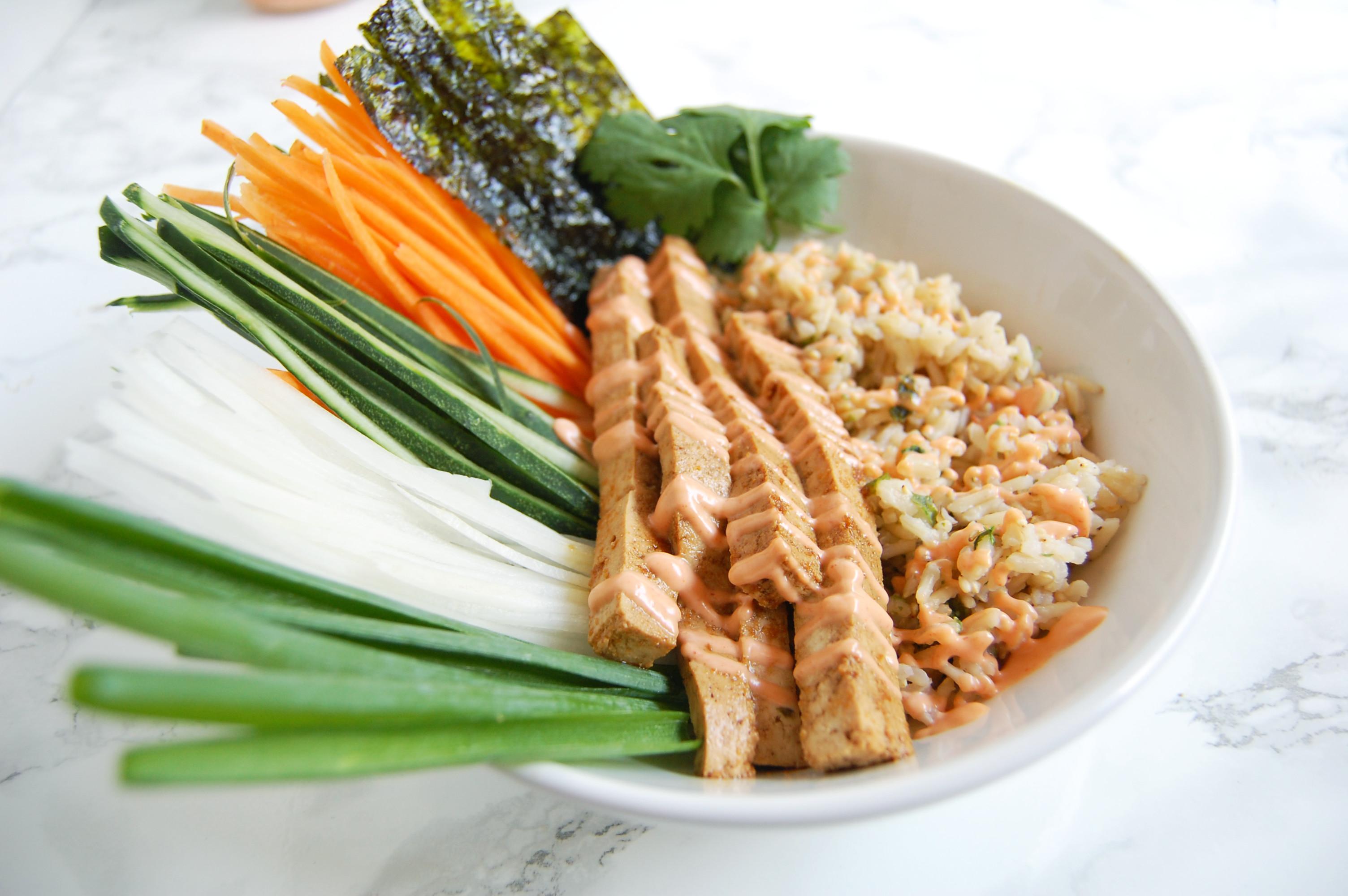 Deconstructed Tofu Sushi Bowl | AreYouKitchenMe.com