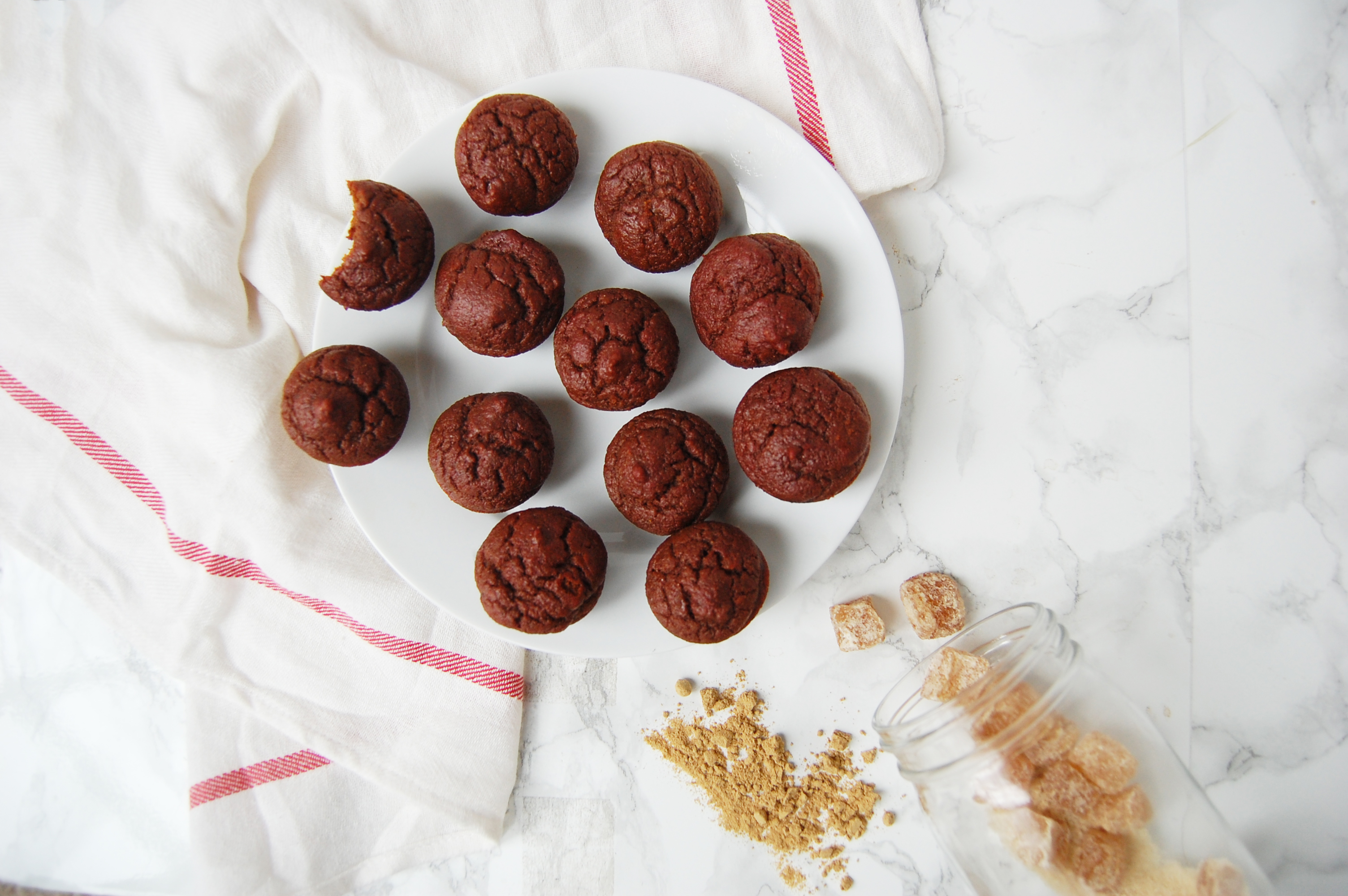 Gingerbread Mini Muffins   AreYouKitchenMe.com