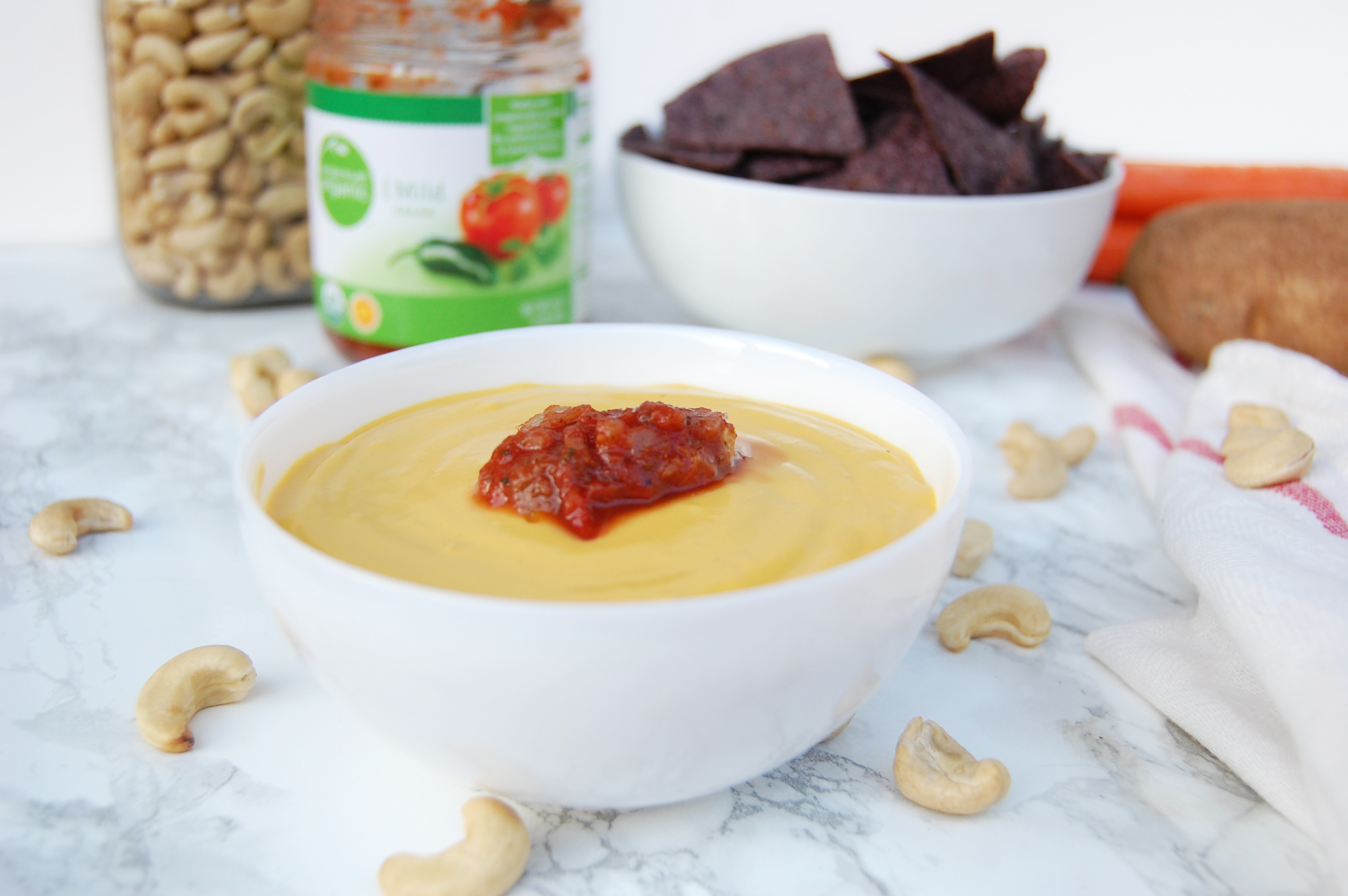 Vegan Cheese Sauce | AreYouKitchenMe.com