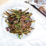 Charred Greens Beans + Mushrooms | AreYouKitchenMe.com