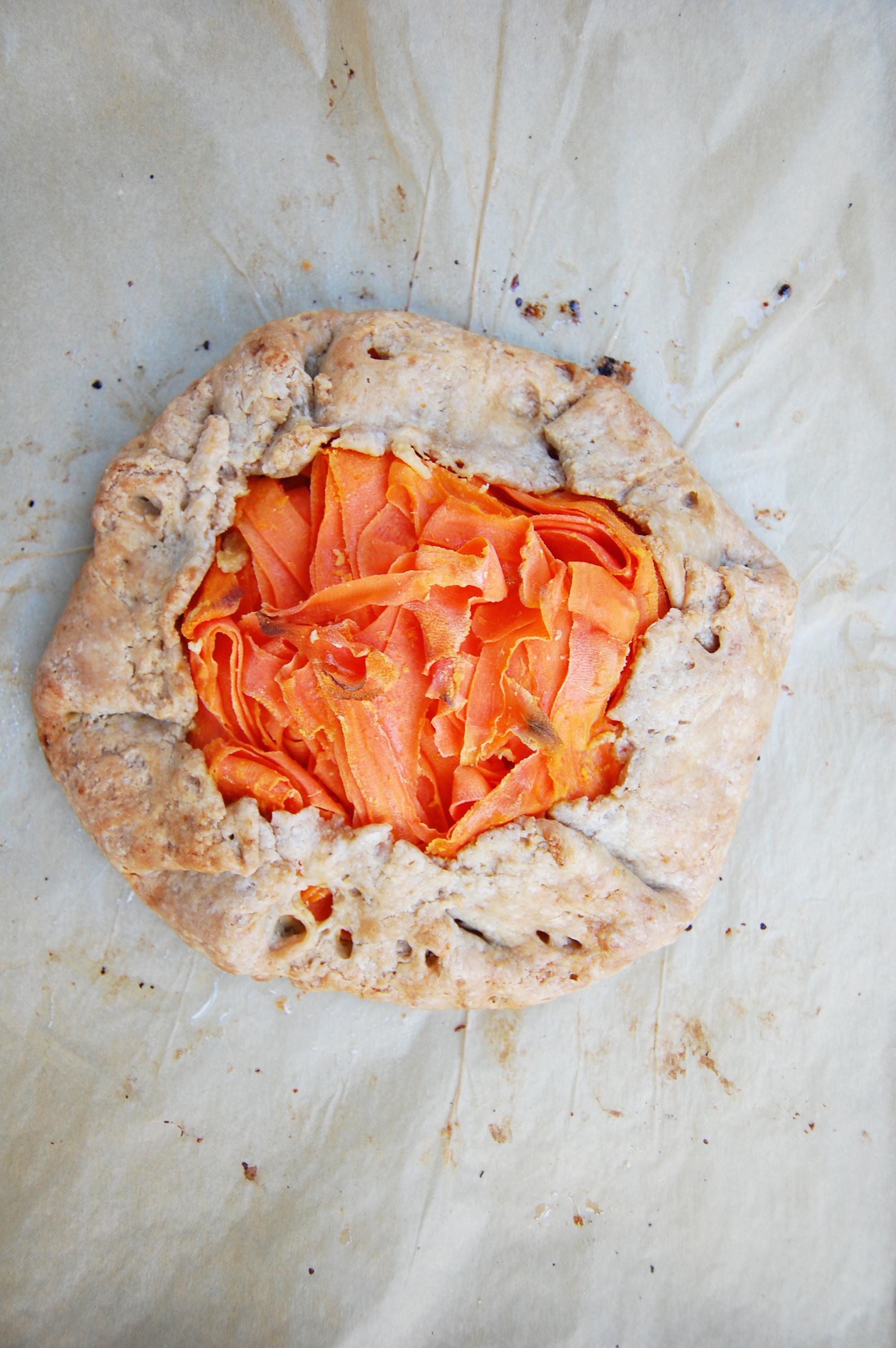 Vegan Savory Carrot Tart | AreYouKitchenMe.com