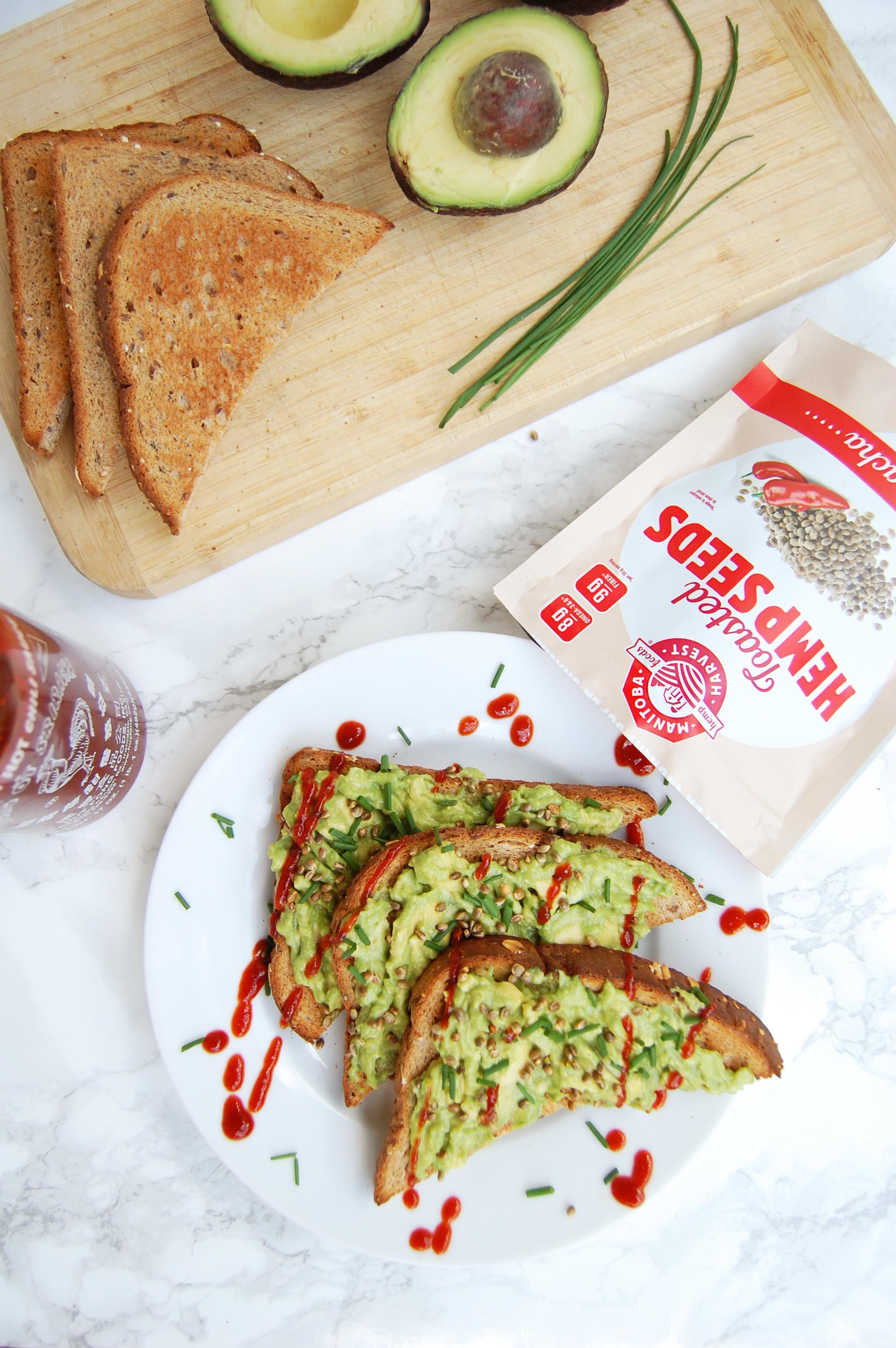 Sriracha Avocado Toast | AreYouKitchenMe.com